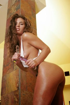 Battrick nackt Naomi  Naomi Battrick