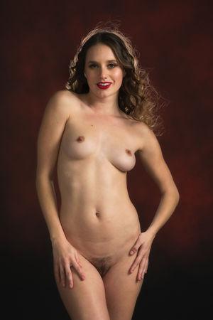 Olivia Saint  nackt