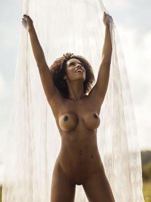 Natalia Paris  nackt