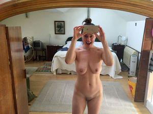Jill Ireland  nackt