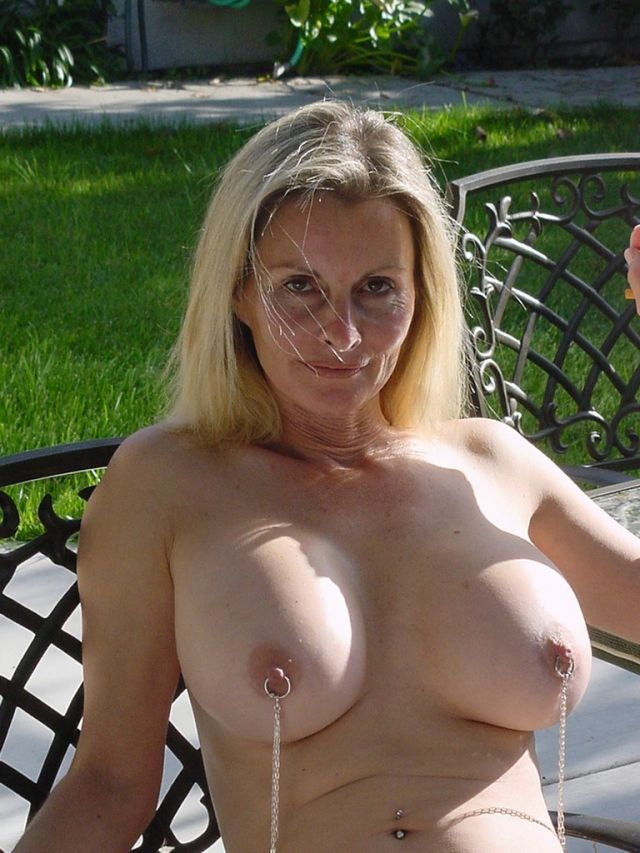 Busty mature wife saggy tits pictures