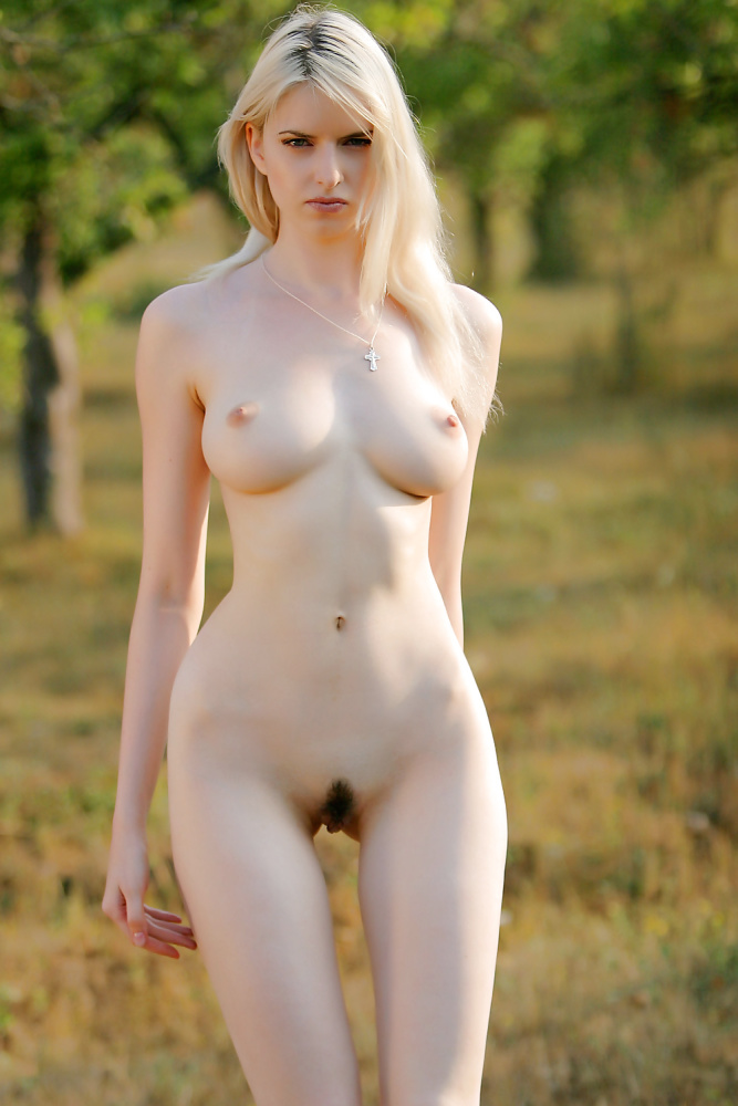 Sexy Beach and Nudist Girls -..