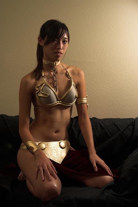 cosplay-star-wars-slave-leia-youn..