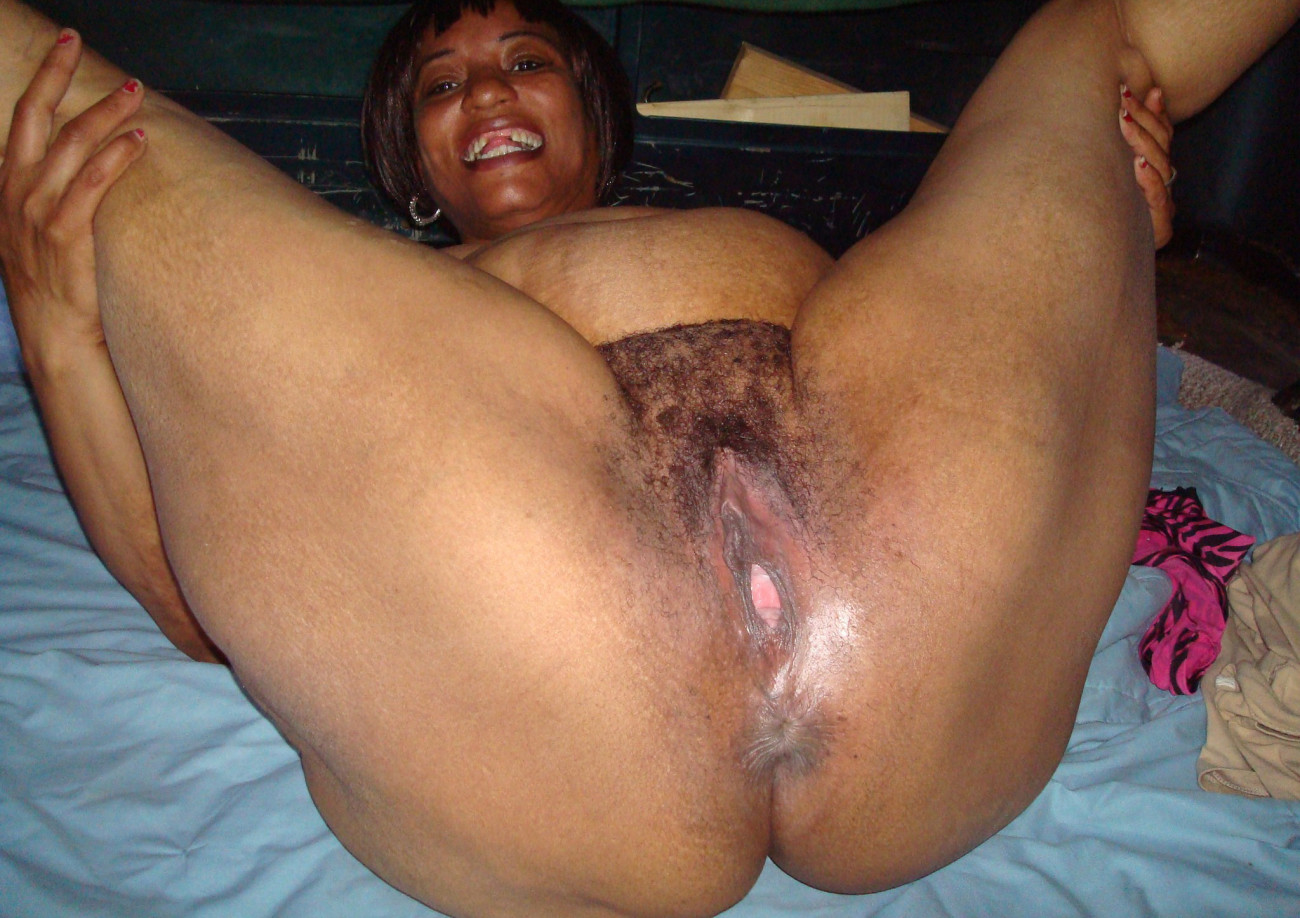Ugly and hairy black woman pussy..