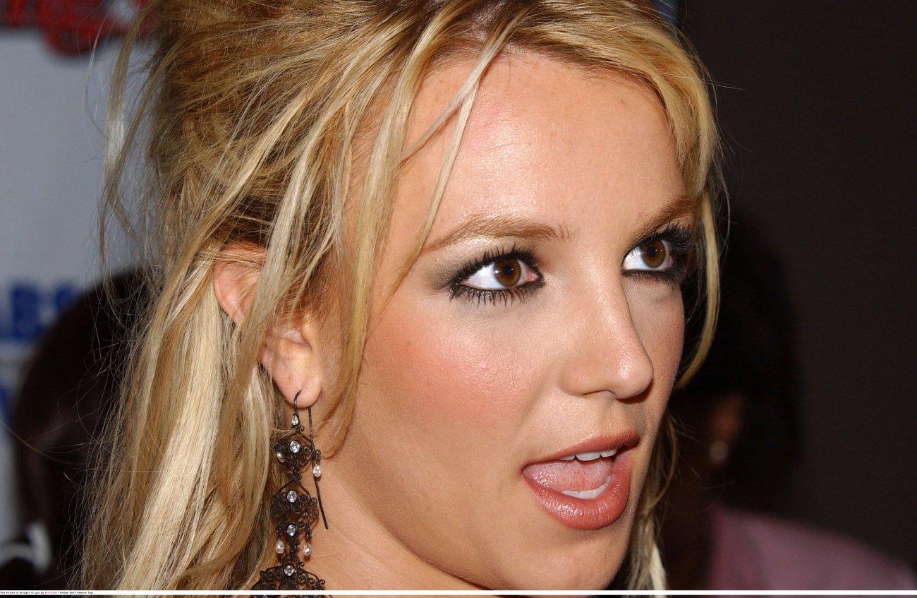 th__060_122_598lo - Britney..