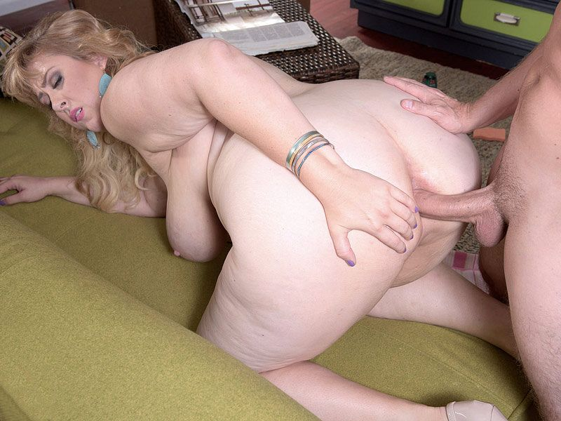 Big Ass Blonde Milf Solo