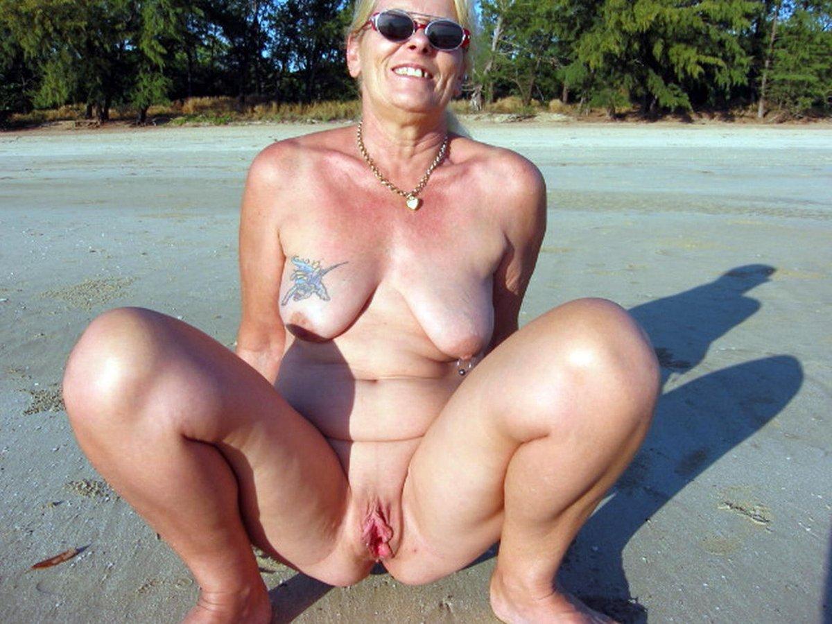 Old chick at beach bald - New porno