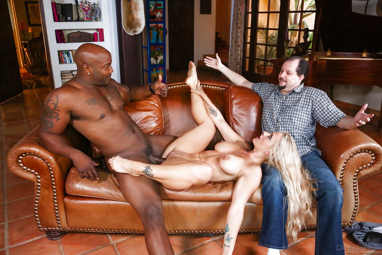 Порно муж привел жену на бдсм