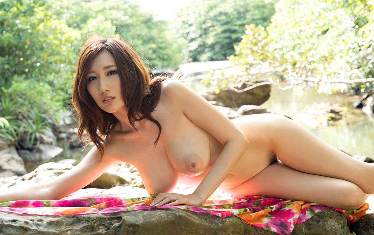 Japanese naked maid julia