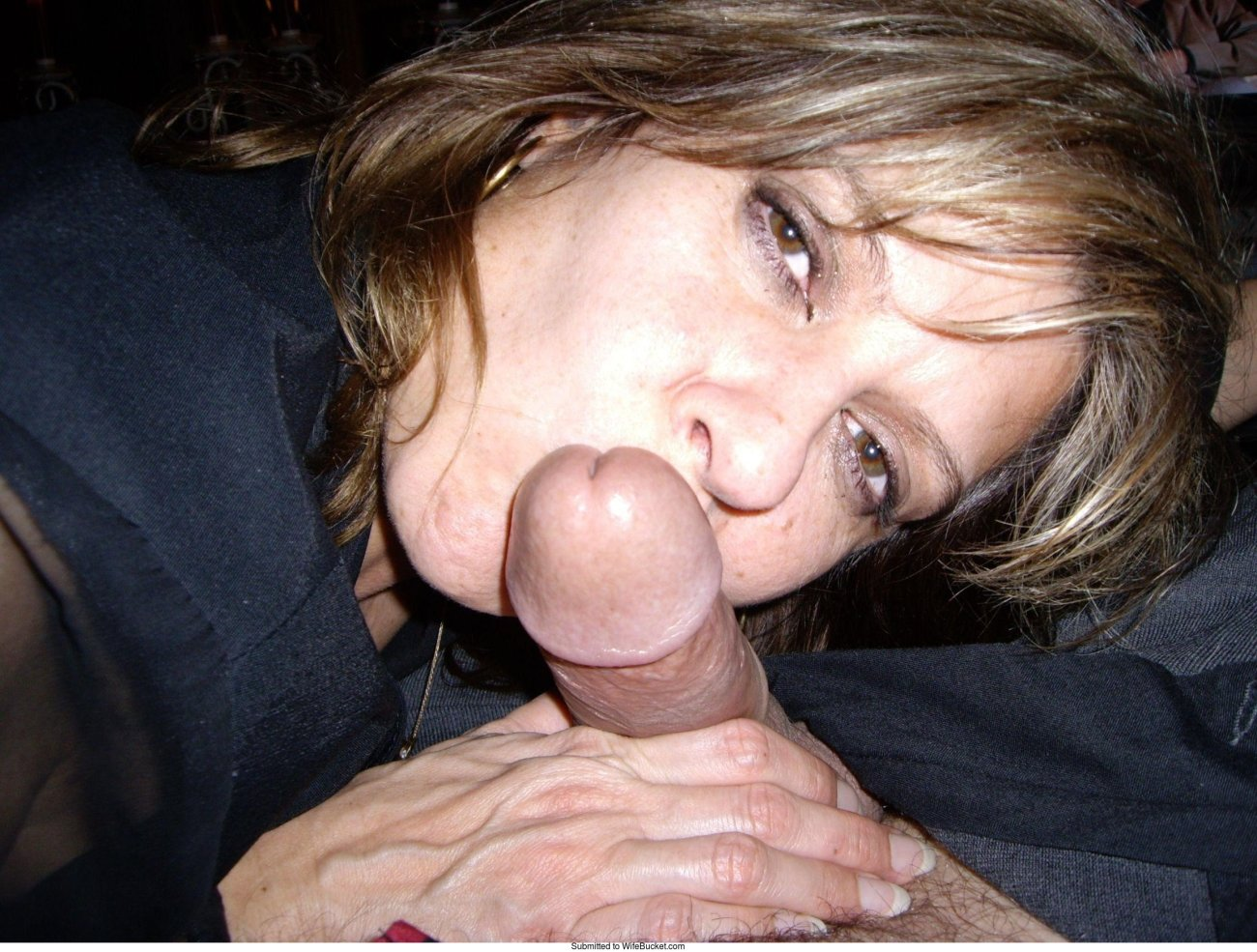 Free wife gives husband blowjob porn pics