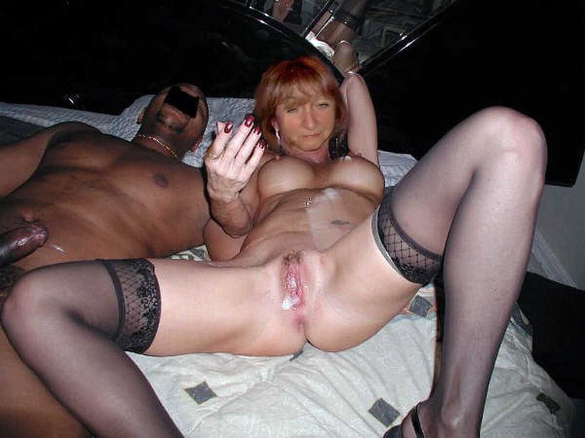 Cuckold share wife then clean her pussy