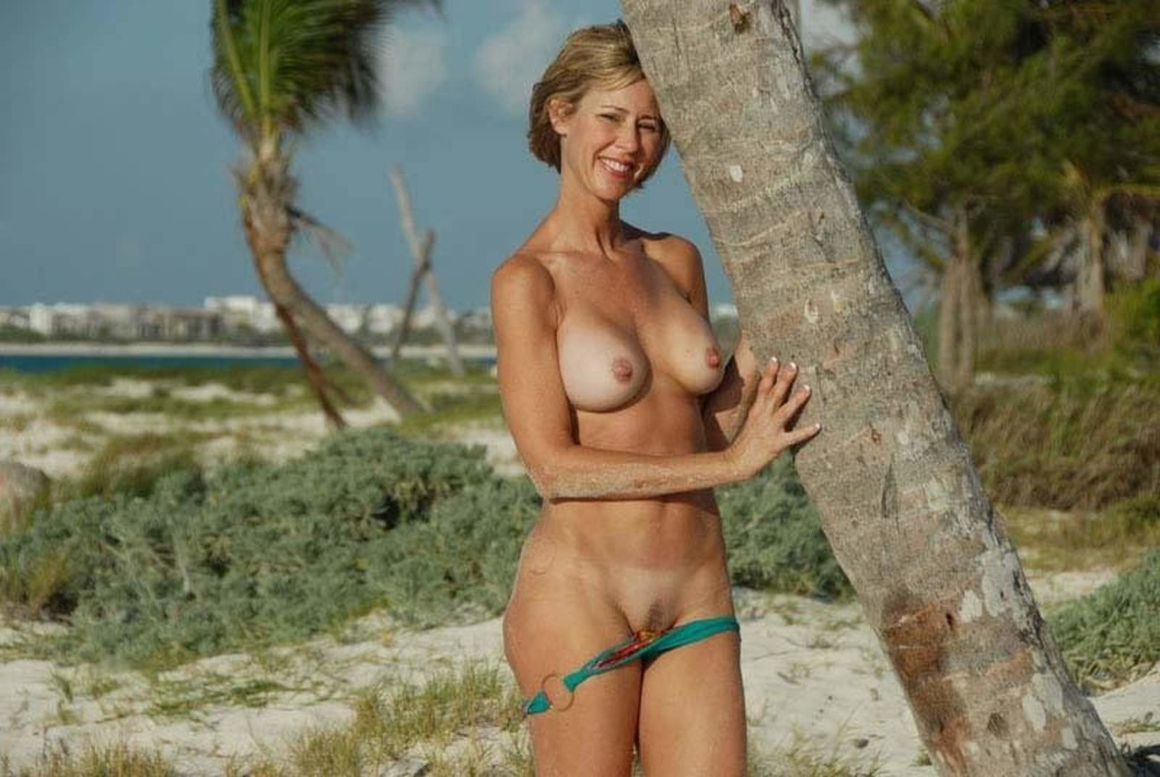Nude middle aged women free photos