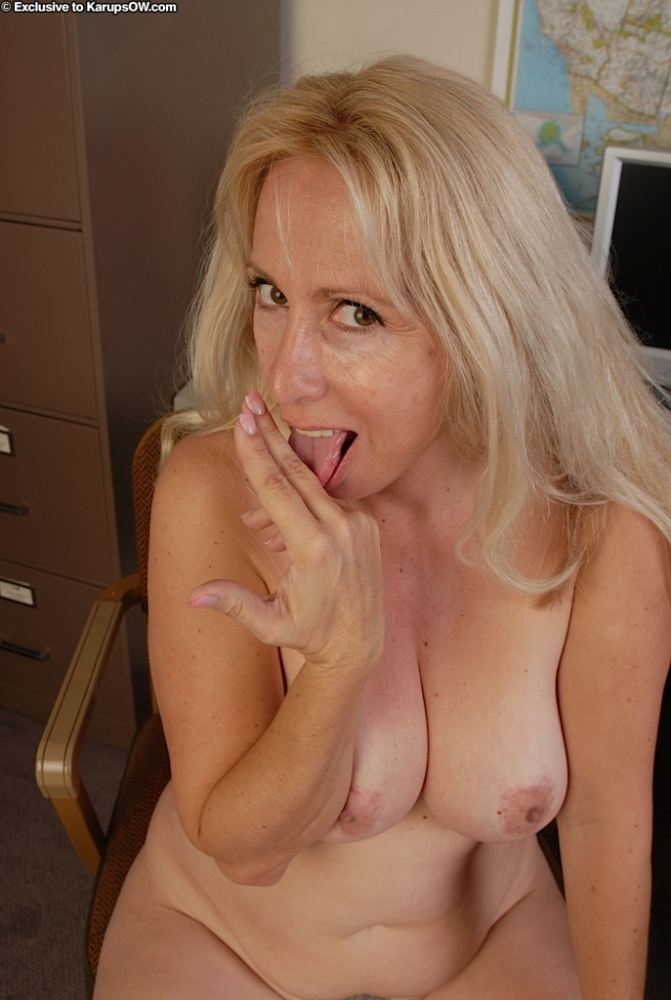 Salacious mature tow-haired to..