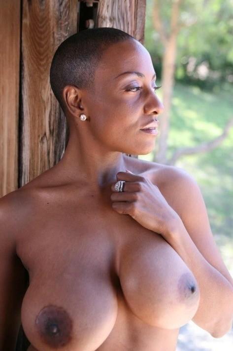 Ebony mature big tits - Nude pics