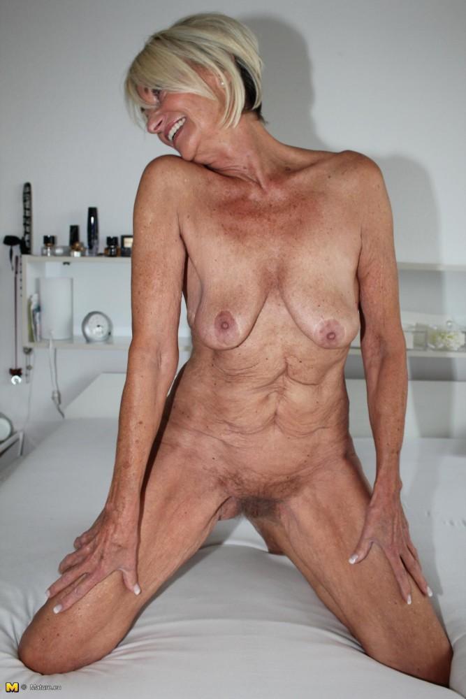 Skinny saggy tits porn pics
