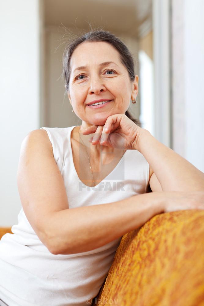 Portrait of beauty mature dame -..