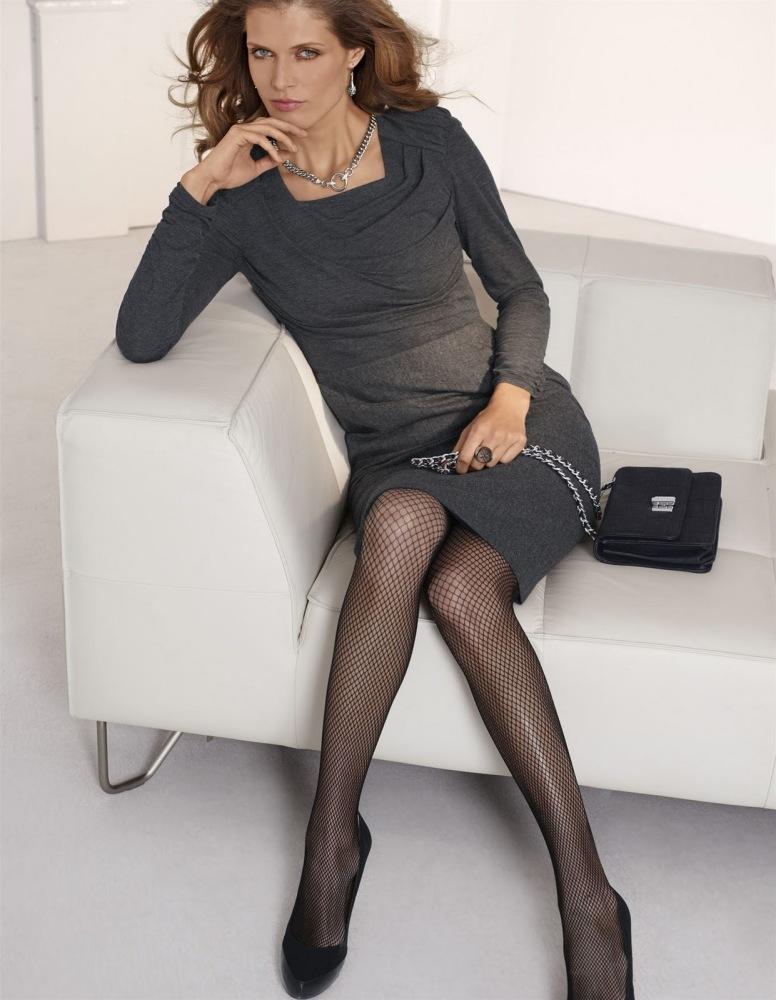 Women in pantyhose and heels -..
