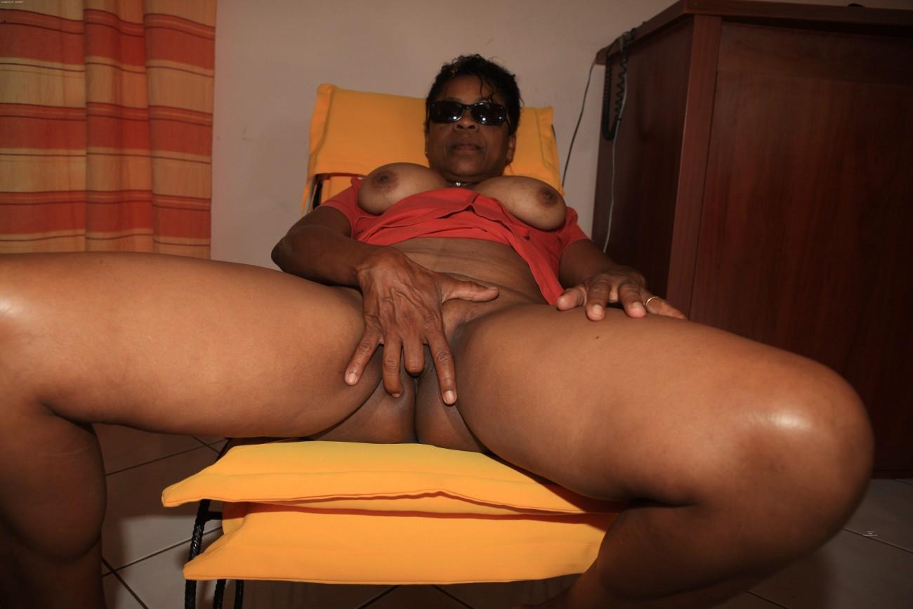 Mature black women with dildos