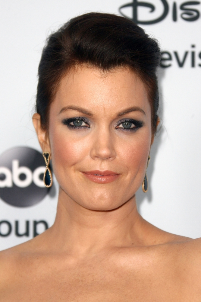 Bellamy Young Pictures. Hotness..
