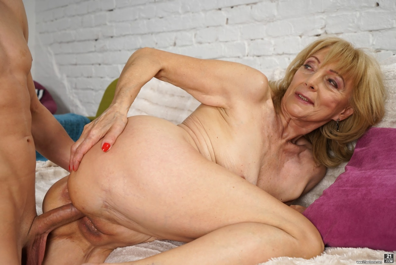 Gorgeous Middle Aged Woman In A Wild Sex Photos