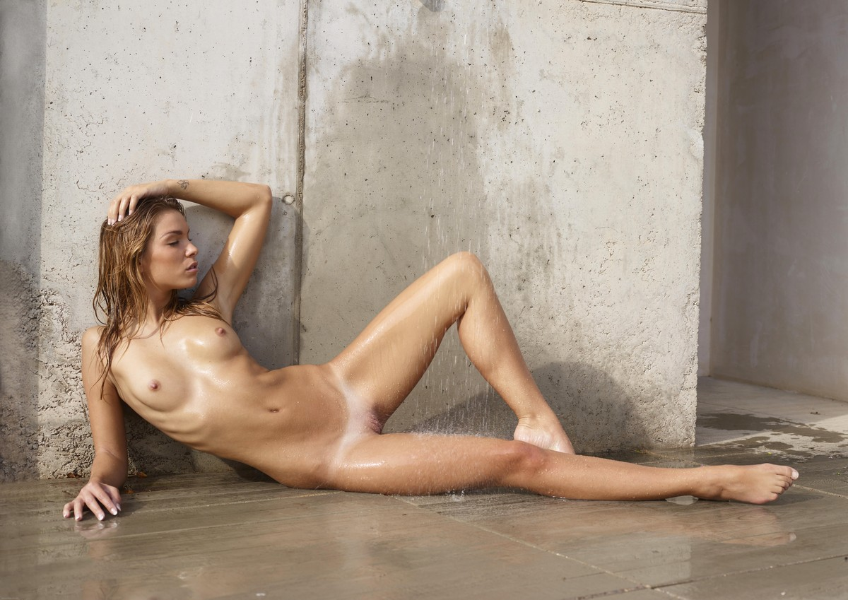 Amber Montana Nude, Fappening, Sexy Photos, Uncensored