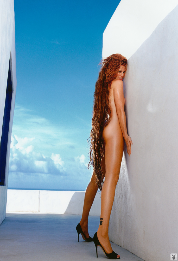 Angie Everhart Gallery