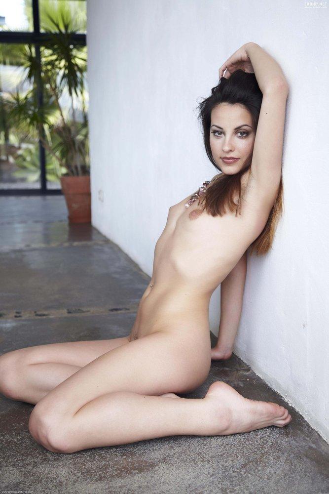 Белоснежное тело милой красотки Lorena