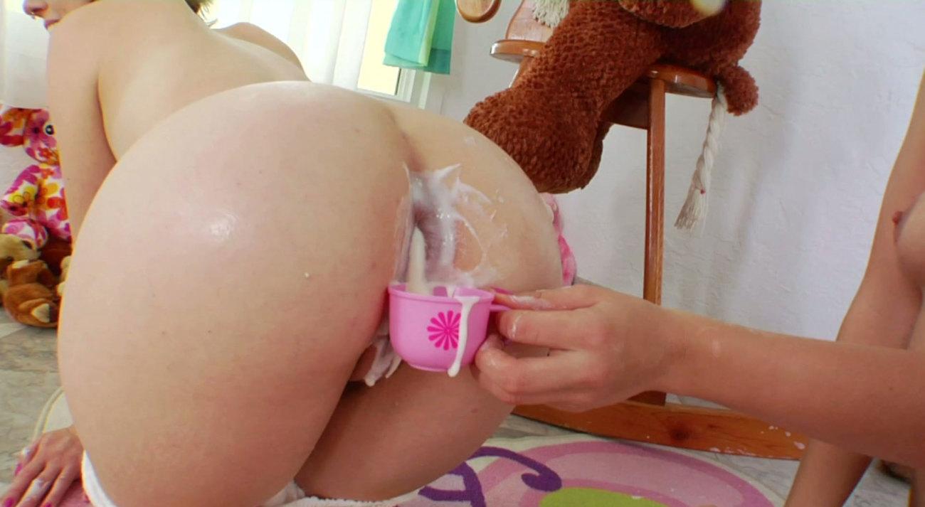 Bizarre Enema Fetish Babes Squirt Cream With Pleasure