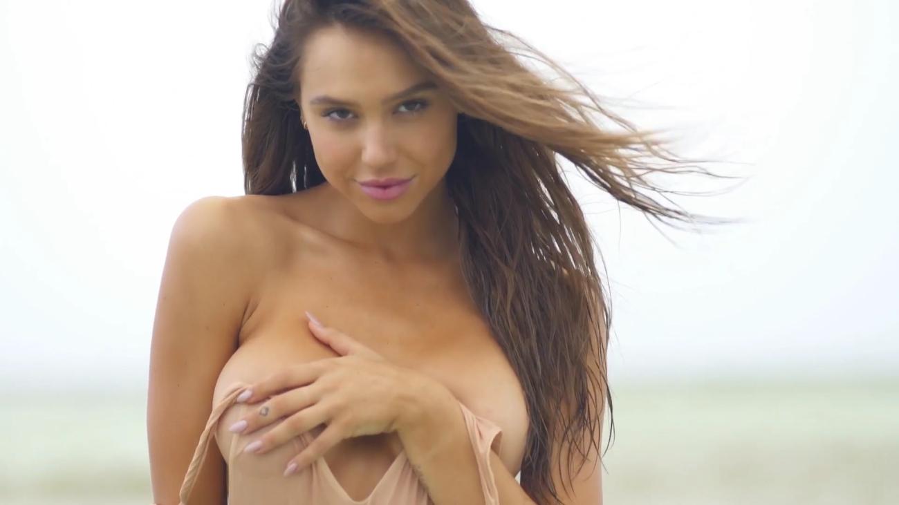 Download Sex Pics Alexis Ren..