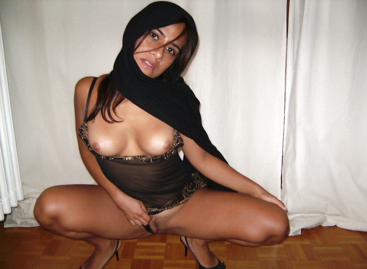 Beautiful Naked Arabic Women