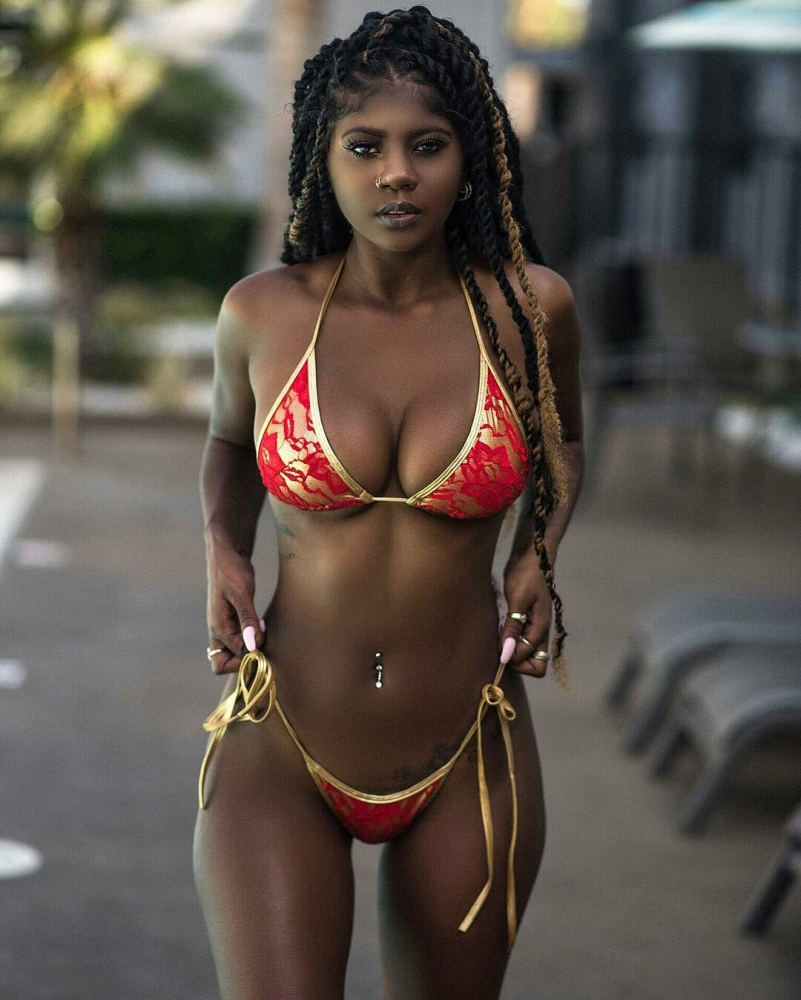Dark Skin Woman Beach Such Porn..