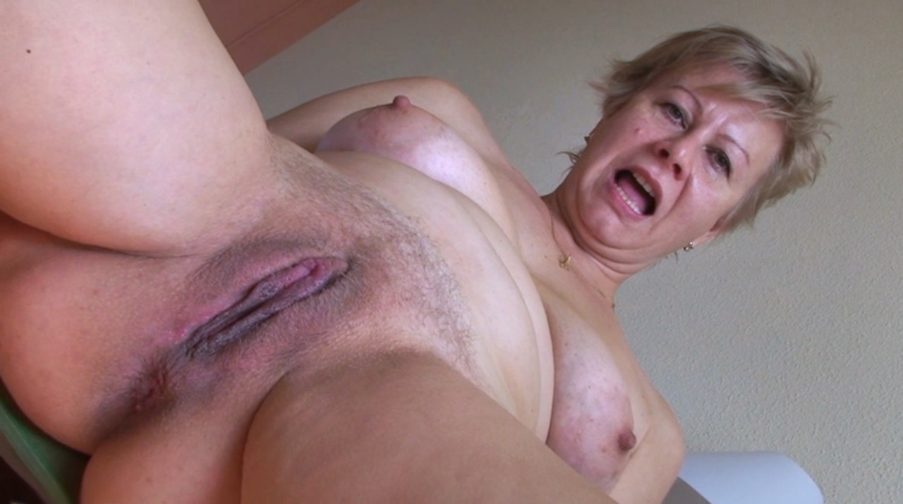 Old woman wet pussy