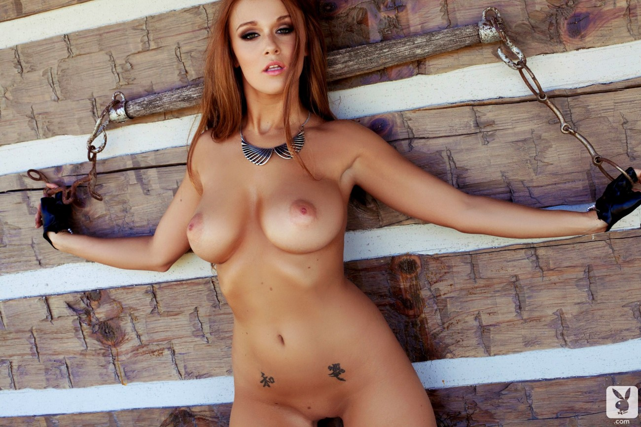 Leanna Decker, Lone Famousness A..
