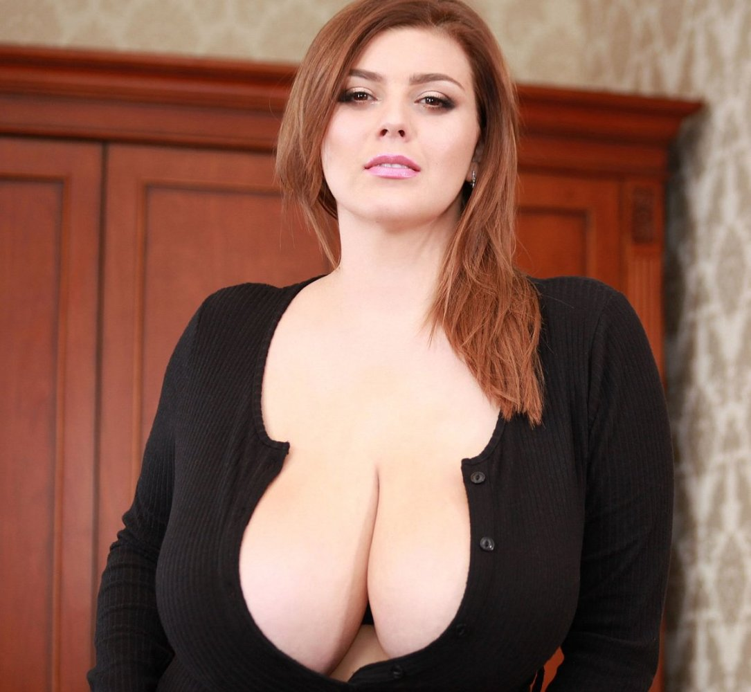 Big boobs cleavage porn pic