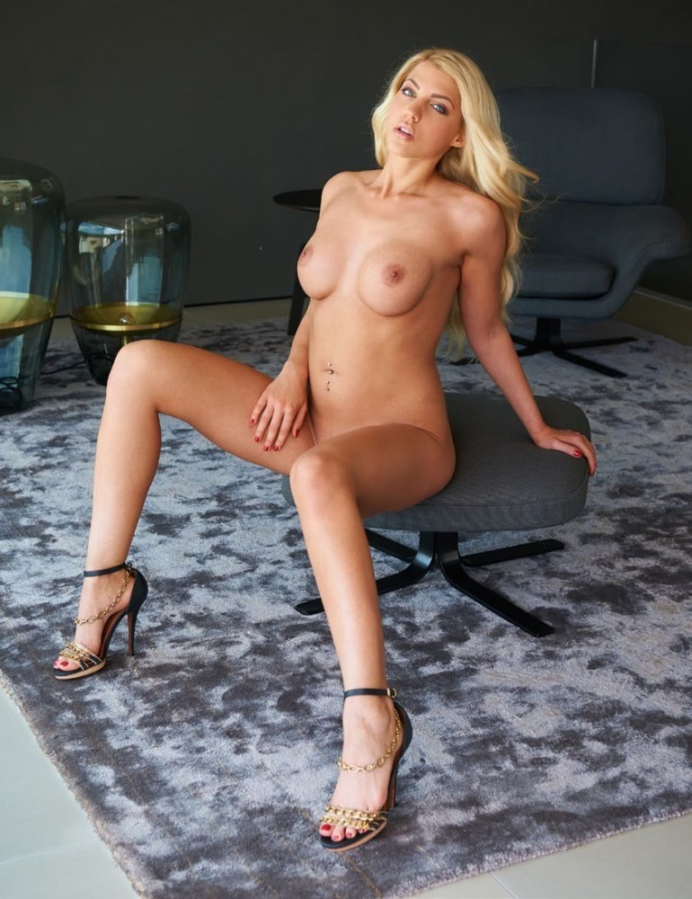 Sarah Harrison nude - pictures,..