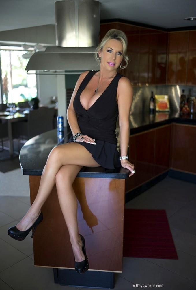 Wifeys World Sandra Otterson..