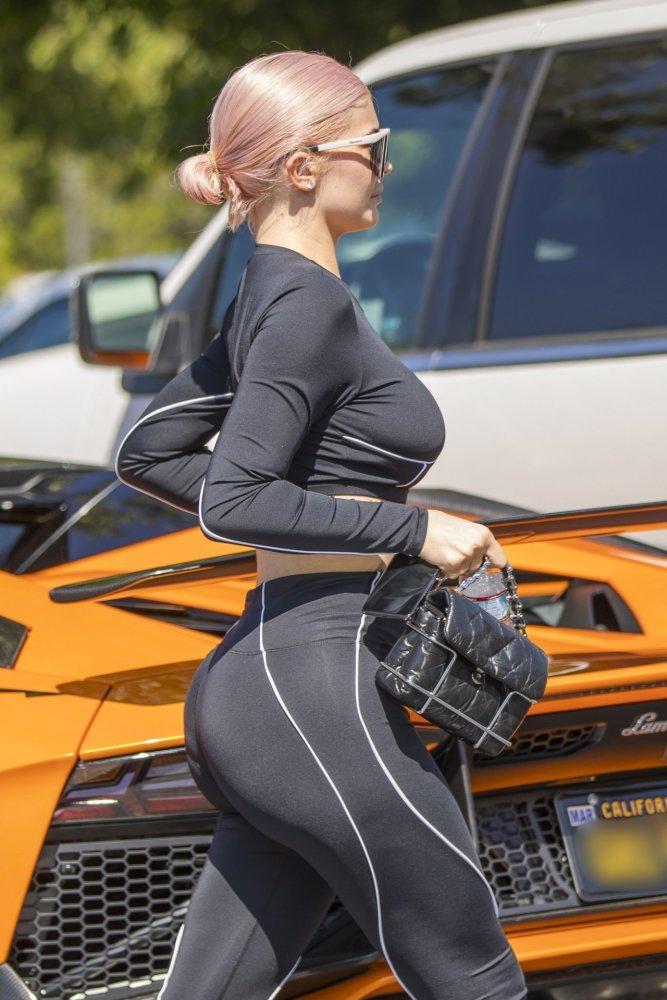 Kylie Jenner Sexy Curvy Body Hot..