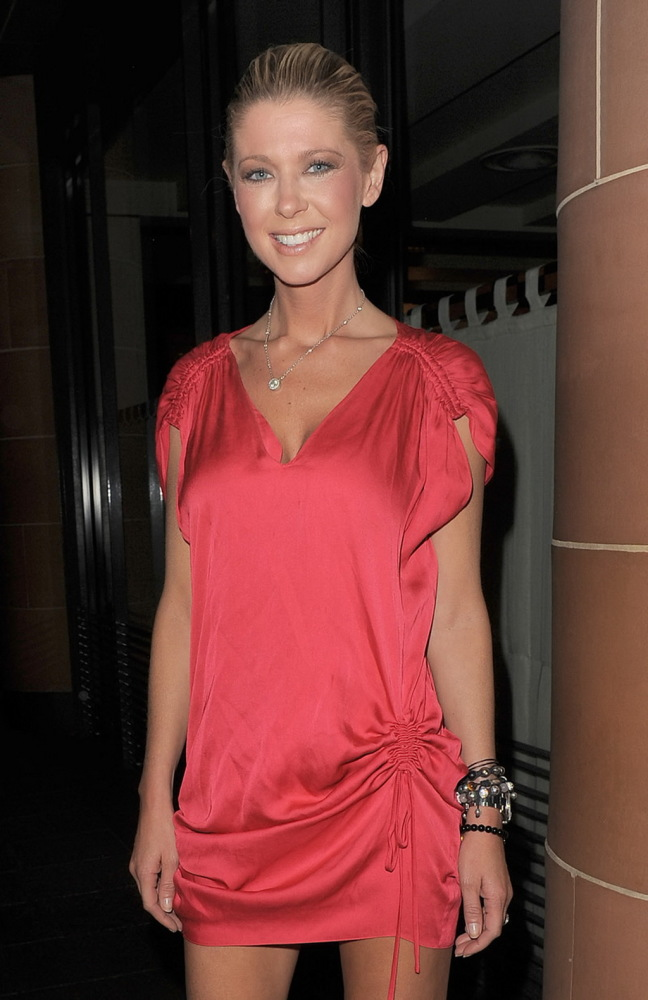 Tara Reid flashing her lacklustre..
