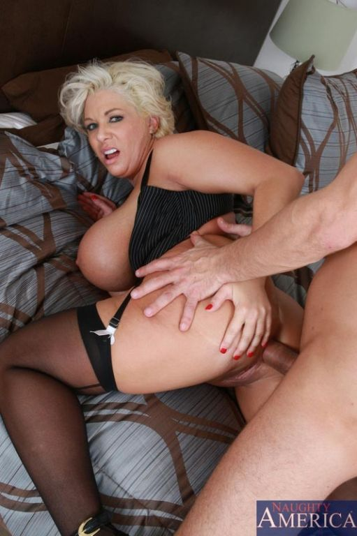 Showing porn images for kelly marie facial porn