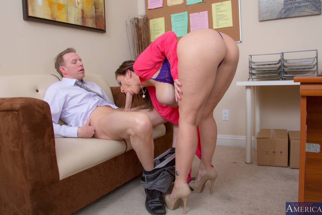 Working Out Milf Fucks Her New Trainer