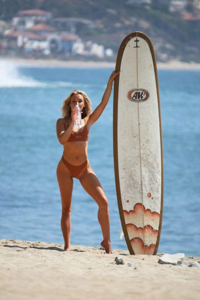 Celeb Aubrey Evans Naked HD