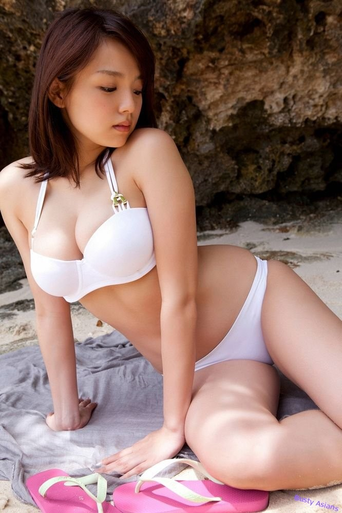 Ai Shinozaki posing her natural..