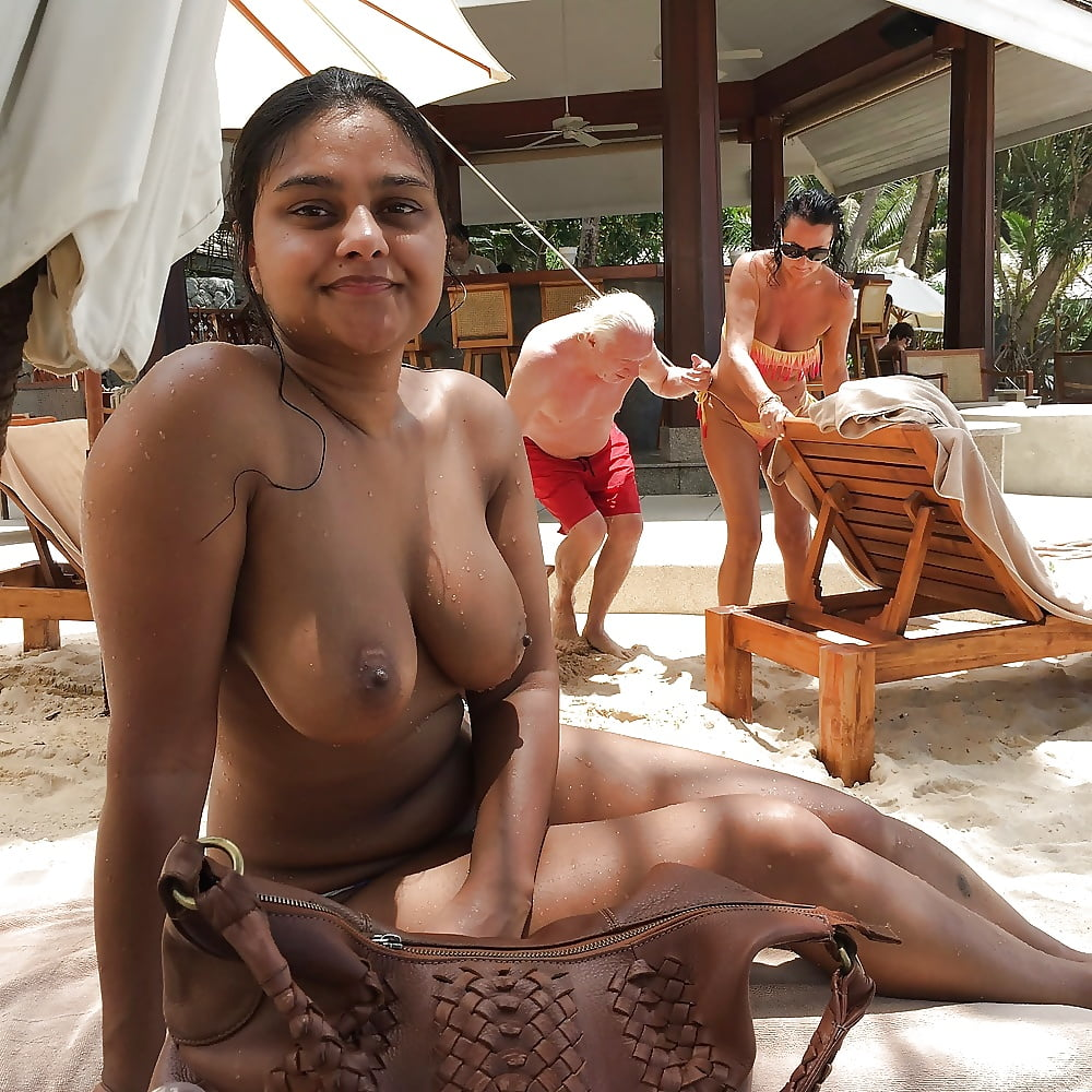 Desi girl showing boobs