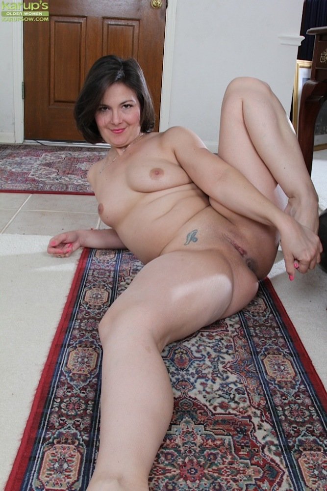 Nude chubby 40-year-old ill-lit -..